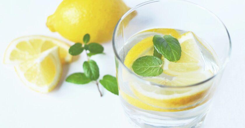 Vand med citron: Derfor bør du drikke citronvand